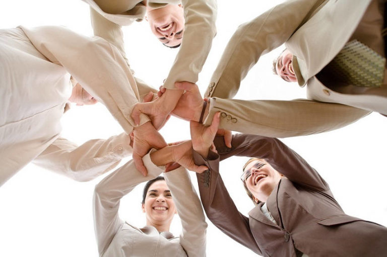 Read more about the article How to Build Trust with Colleagues and Friends with These Simple Tips