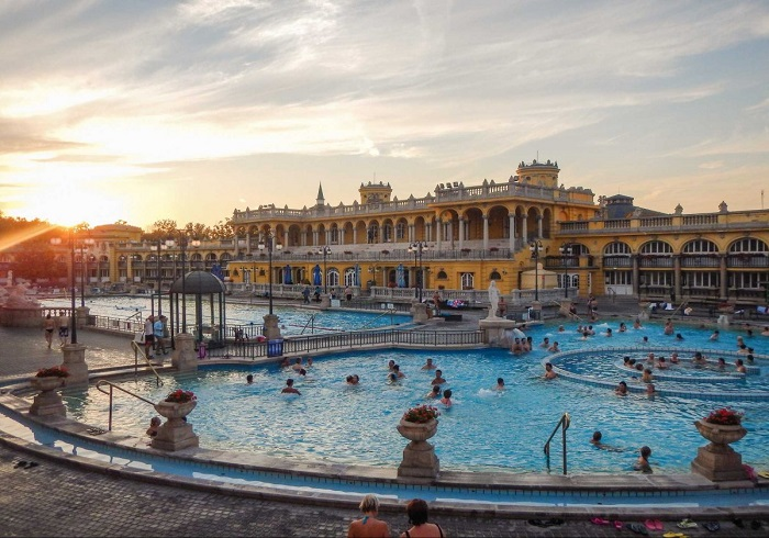 Beautiful photos/Nature - Page 3 Take-a-dip-in-a-thermal-bath-in-budapest-hungary