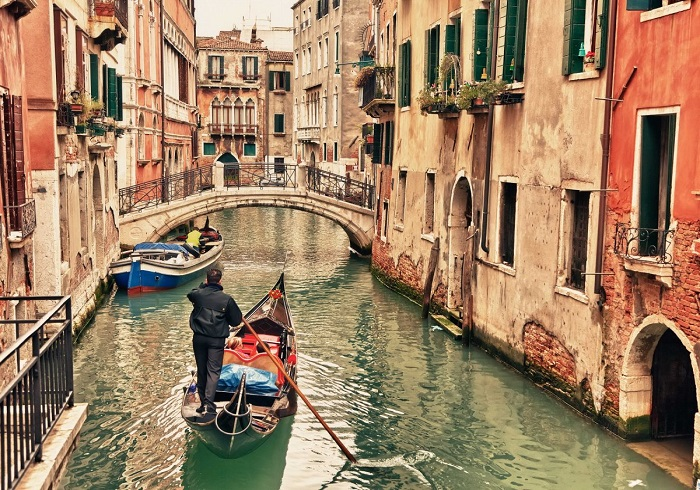 Beautiful photos/Nature - Page 3 Take-a-gondola-ride-through-the-winding-canals-of-venice-italy
