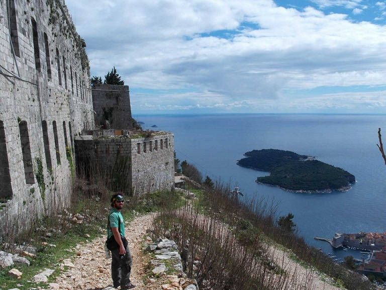 the-city-of-dubrovnik-looks-like-something-youd-only-see-in-movies-i-didnt-know-cities-could-still-look-this-old-and-beautiful