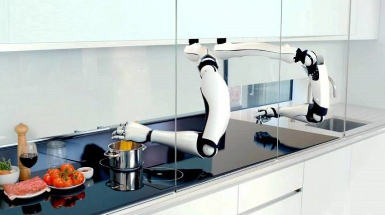 This Robot Chef That Can Cook 2,000 Meals Will Be Available In 2017