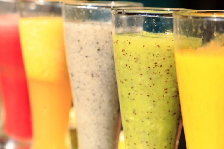 5 Ingredients to Make Delicious & Healthy Summer Smoothies