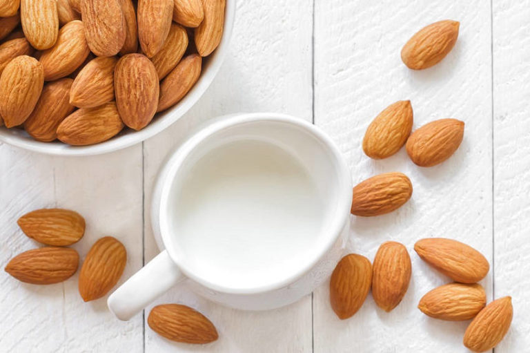 10 Health Benefits of Drinking Almond Milk