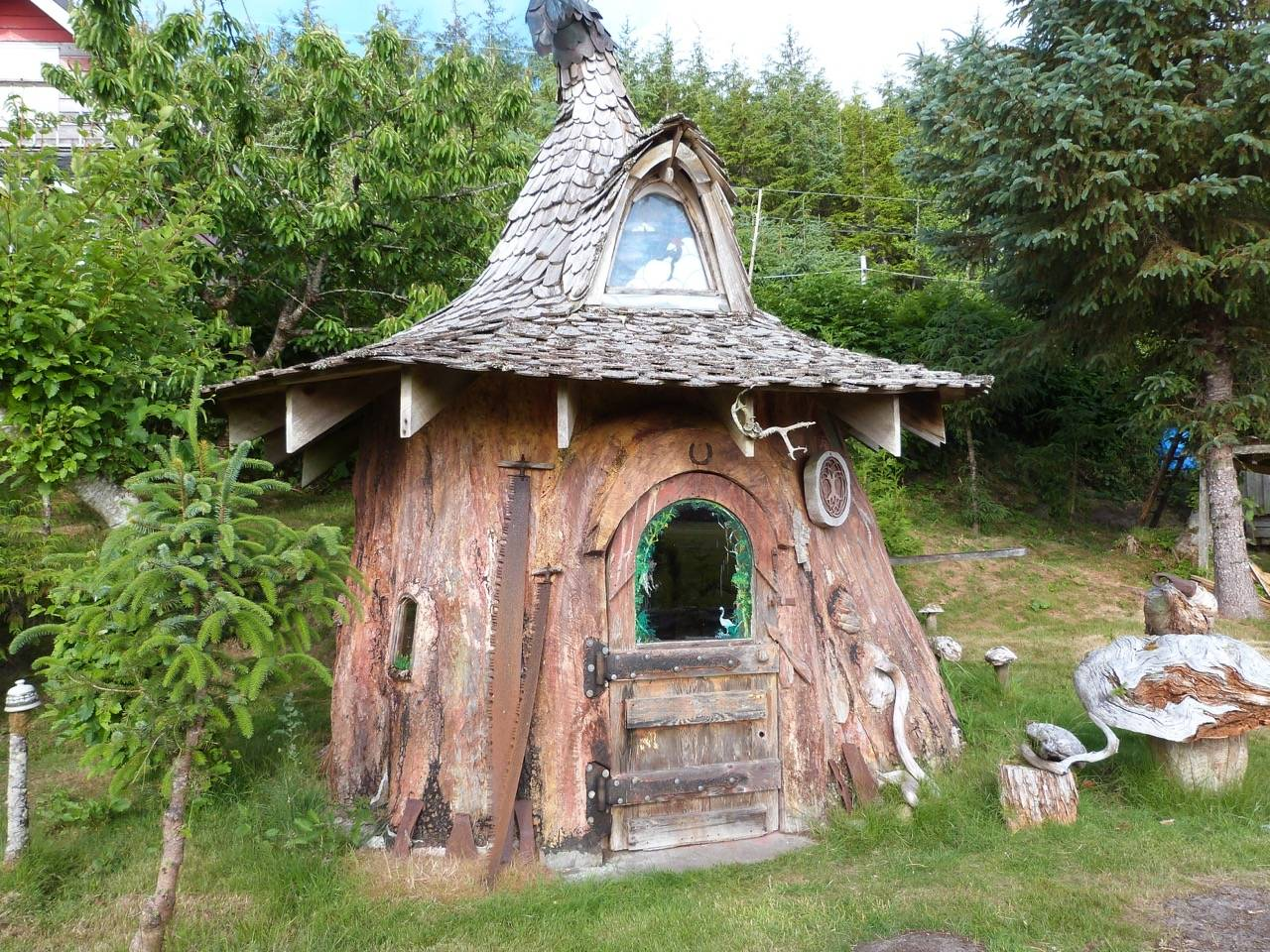 someone transformed this tree stump into a fancy hobbit house. Black Bedroom Furniture Sets. Home Design Ideas