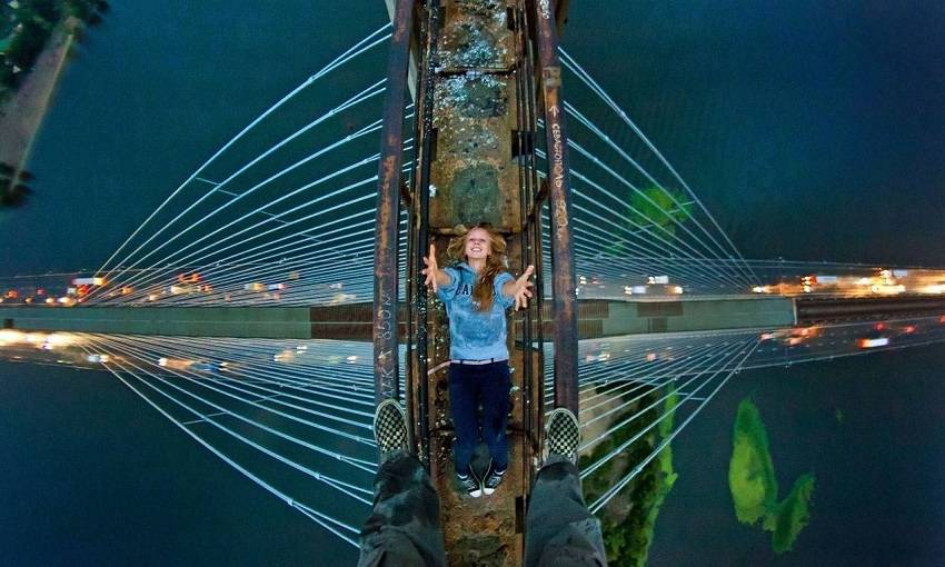 2-Teen Russian Skywalkers Climbing the World's Highest Buildings