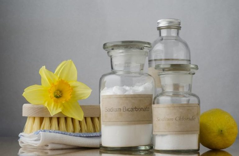 Read more about the article How to Use Baking Soda to Make Homemade Shampoo, Toothpaste & More!