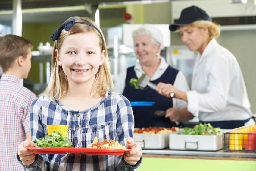 4 Ways To Make Sure Your Kids Eat A Healthy Lunch At School