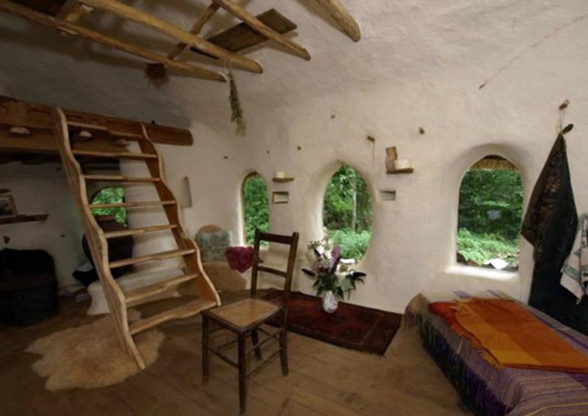 1-Eco-Friendly Cob House