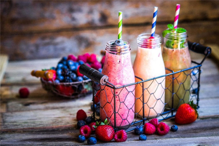 Vegetable & Fruit Smoothie Recipes to Stay Healthy in Summer