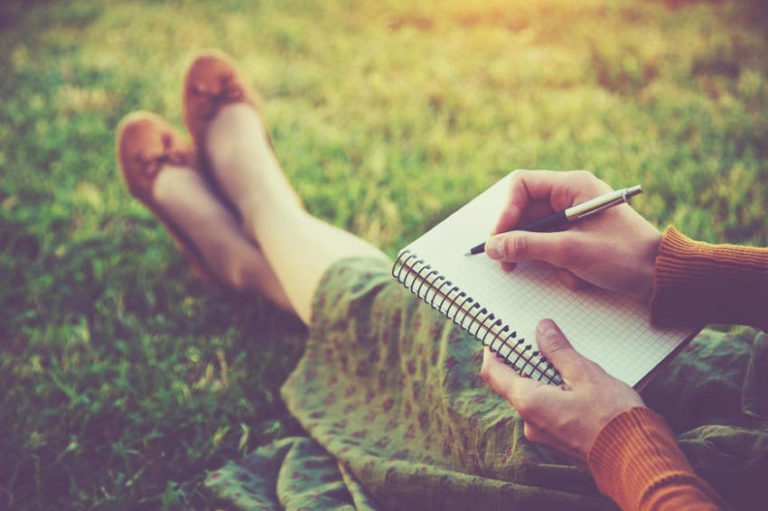 6 Benefits of Keeping a Journal for Your Personal Growth & Mental Health