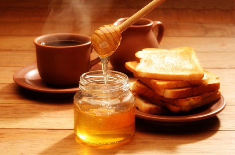 Read more about the article Why Everyone Is Suddenly Putting Honey in Coffee