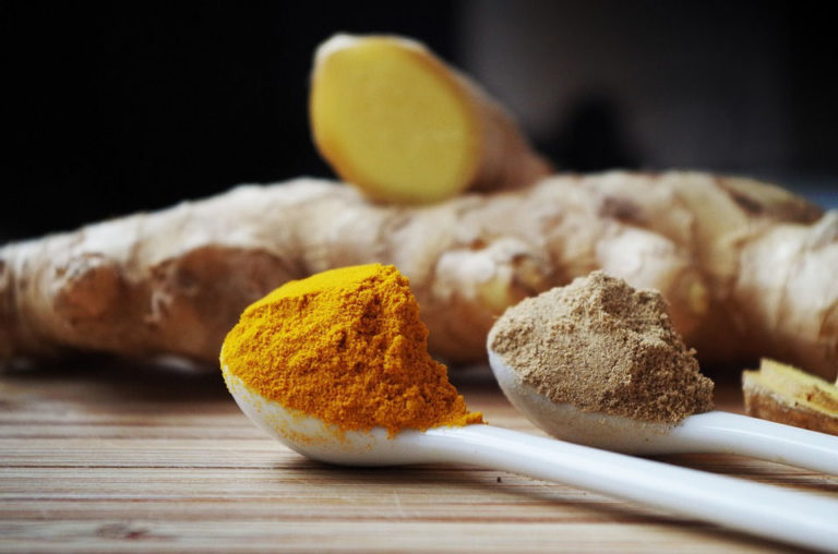 8 Turmeric Uses for Homemade Remedies for Health and Beauty