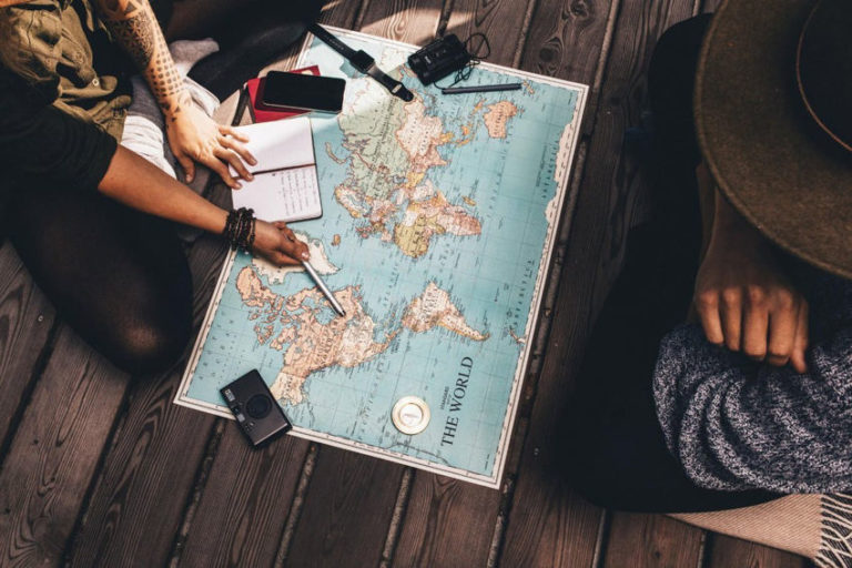 Read more about the article How to Travel the World Cheap: 7 Essential Tips and Tricks