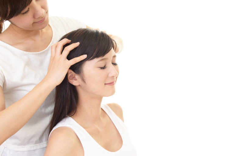 How to Perform Head Massage for Hair Growth & Other Benefits