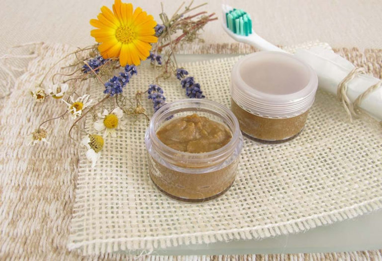 Read more about the article How to Make Homemade Toothpaste with Natural Ingredients