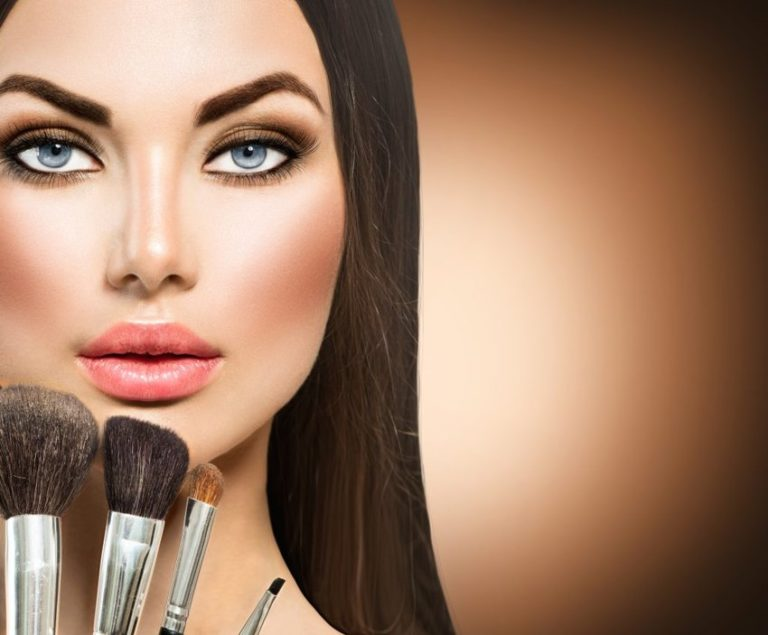 Read more about the article How the Cult of Fake Beauty Is Ruining Your Self-Esteem
