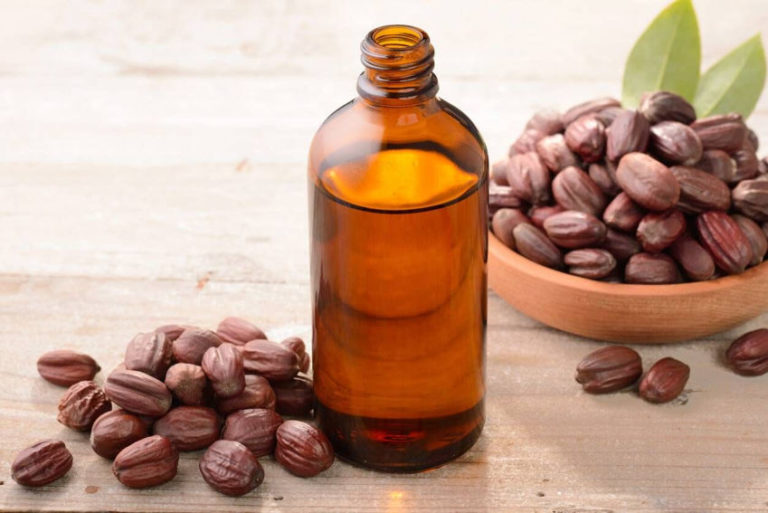 6 Jojoba Oil Benefits for the Health and Beauty of Your Skin