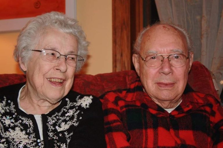 Elderly Couple Dies of COVID-19 on the Same Day After 73 Years of Marriage