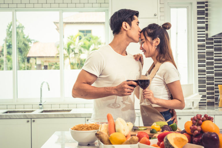 Read more about the article 7 Fun Things for Couples to Do at Home to Stay Emotionally Connected