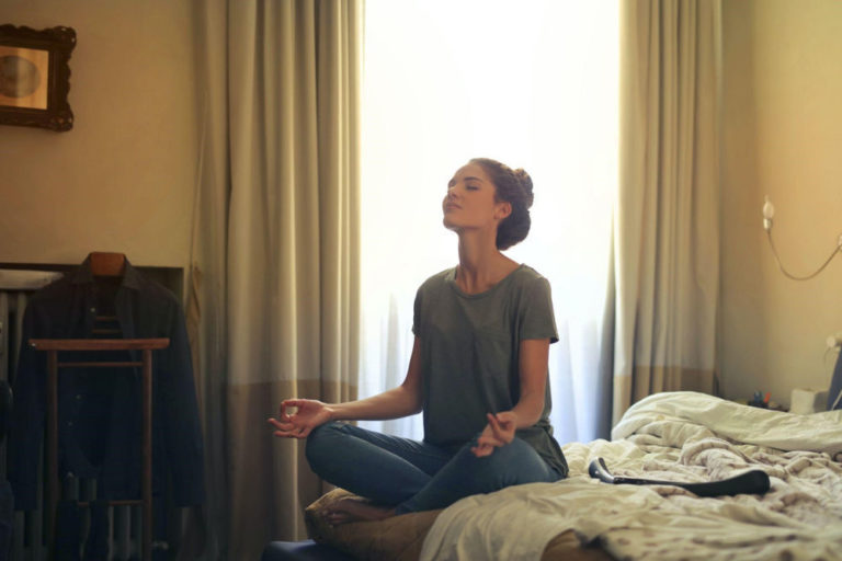 Read more about the article 5 Simple Ways to Calm Your Mind Before Bed